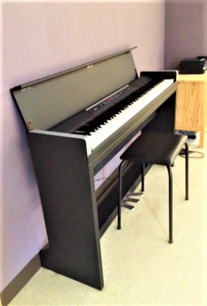88鍵盤のKOLGの電子ピアノも無料です。